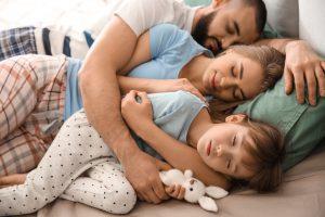 Verrutschen der Bettdecke im Bezug vermeiden